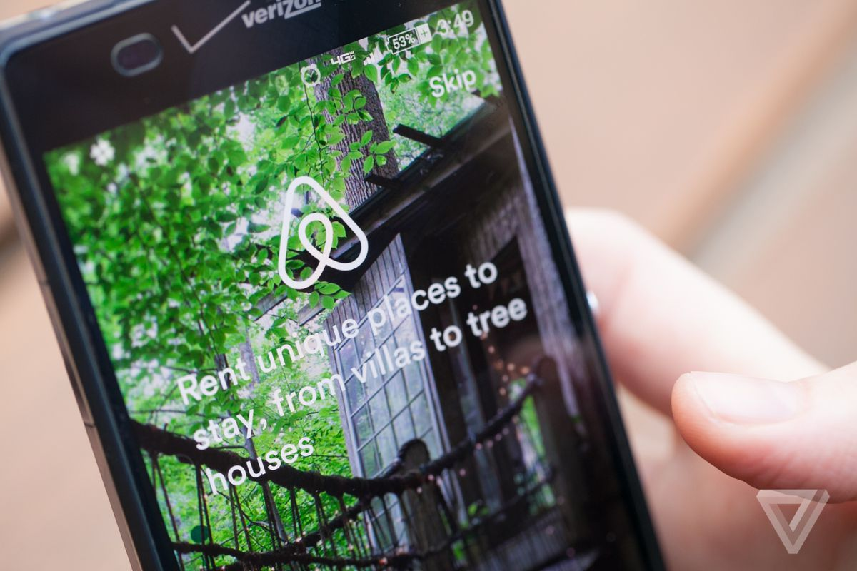 Airbnb's split payments option is now available to all group travel