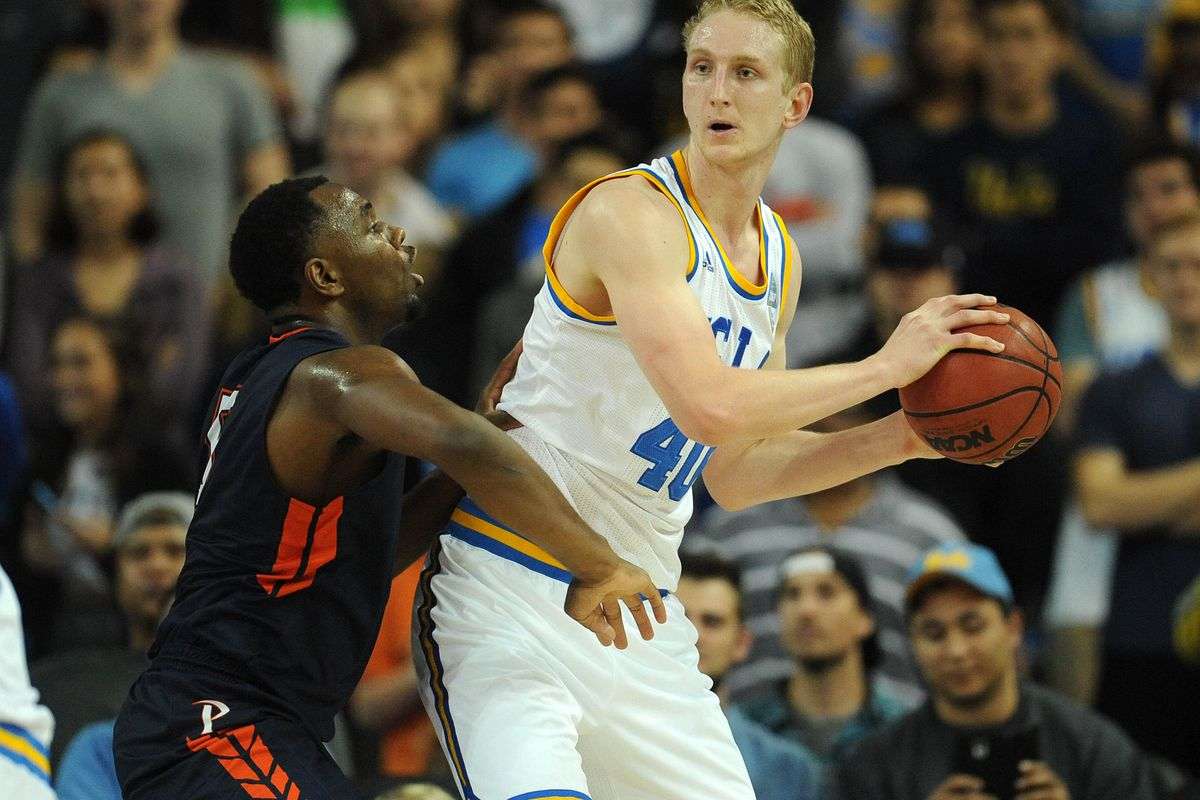 Thomas Welsh controls the ball against the Pepperdine Waves