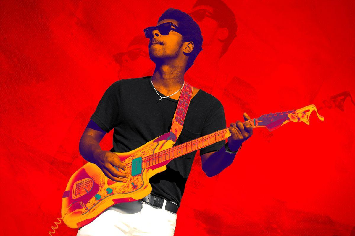 Curtis Harding playing guitar