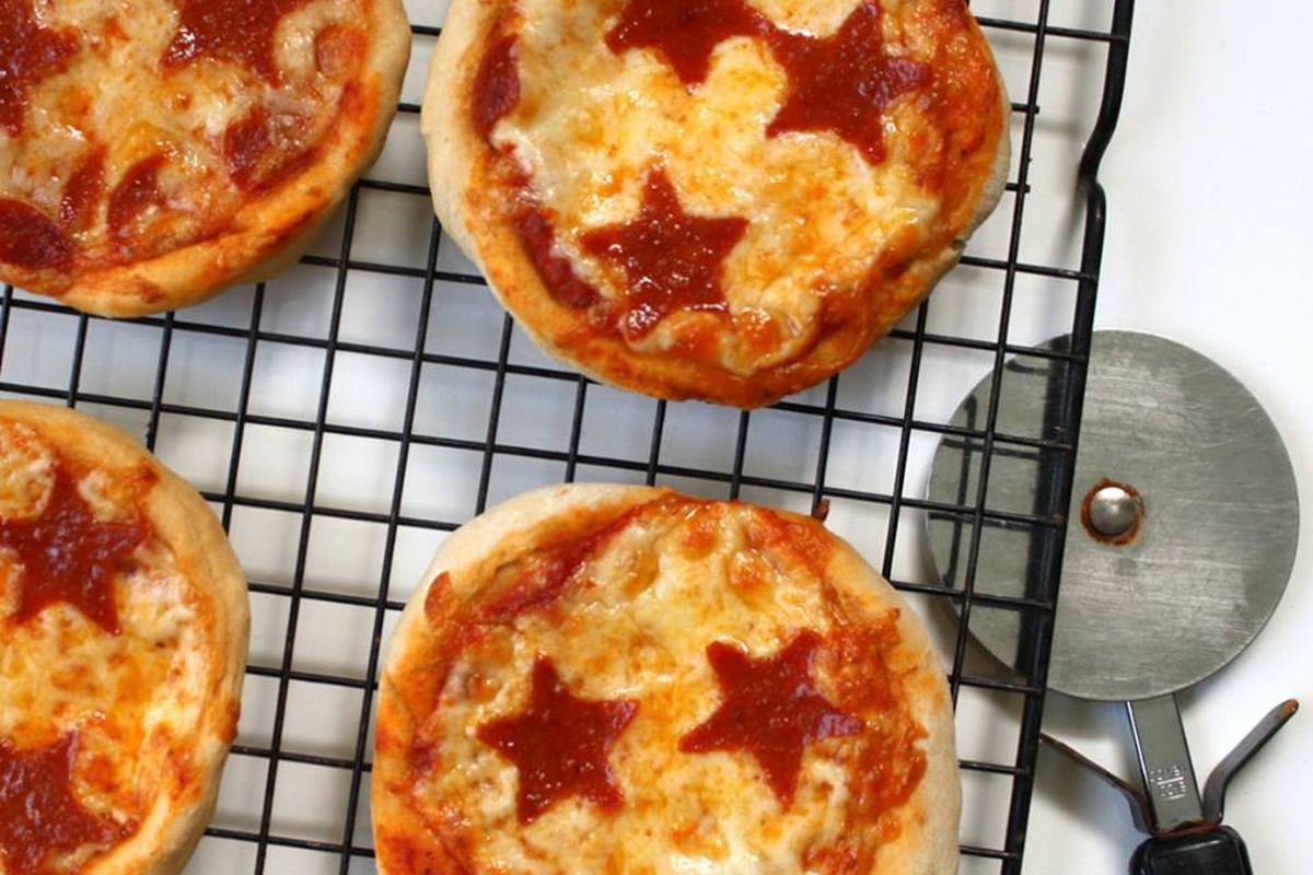 pizza with star pepperonis
