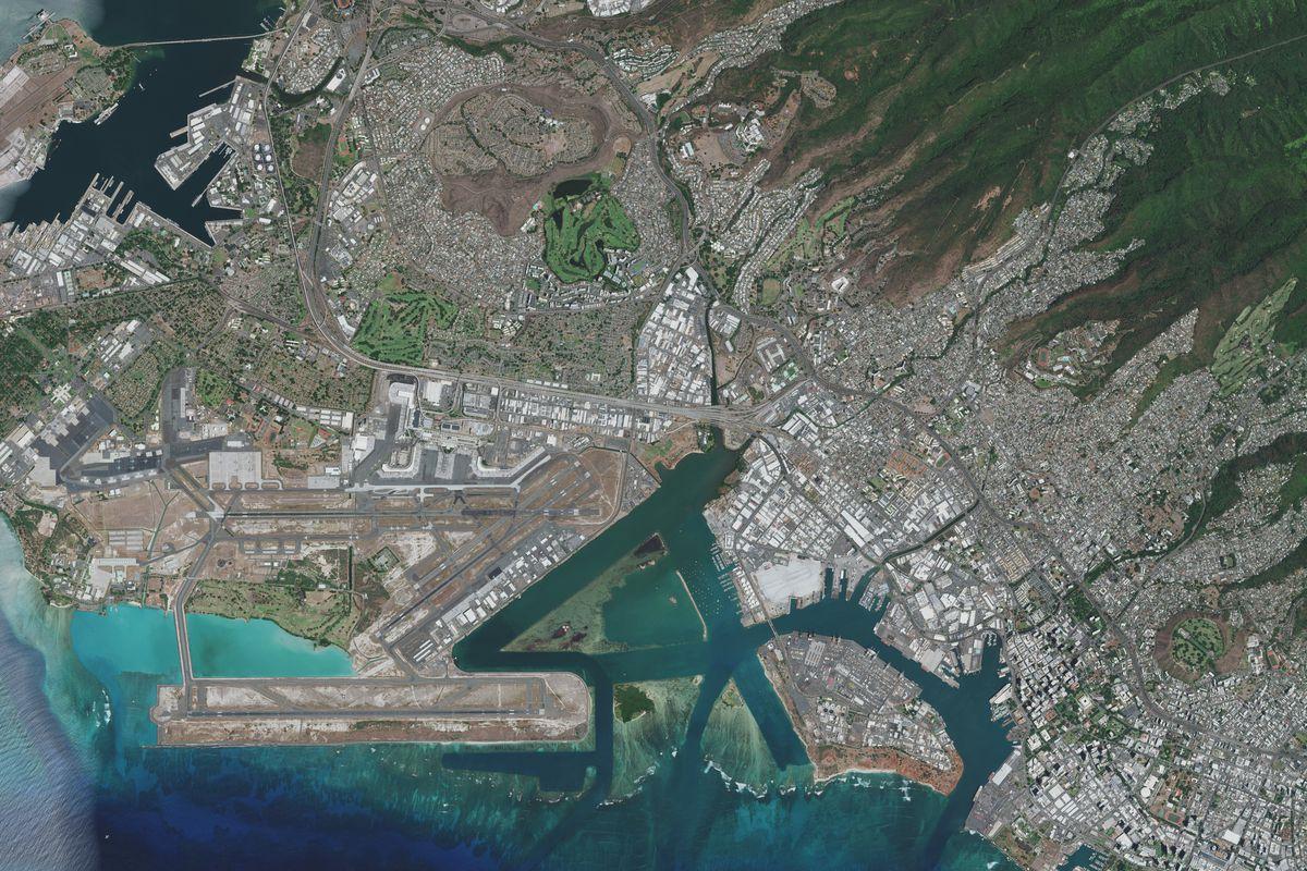 HONOLULU, HAWAII — NOVEMBER 4, 2020: Maxar overview satellite imagery of Honolulu.