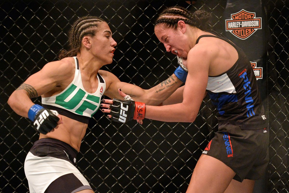 Jessica Andrade, left, an out fighter, defeated Jessica Penne.