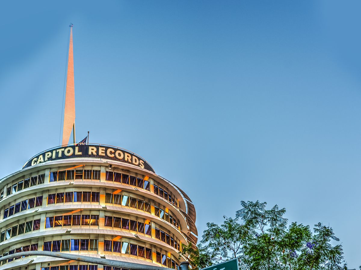 A building with a curved shape. The top of the building has a sign that reads Capitol Records.