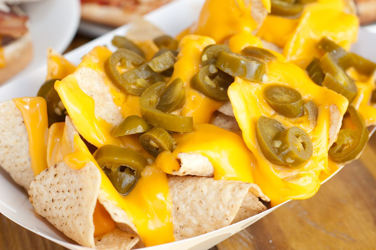 how to make nacho cheese dip with velveeta