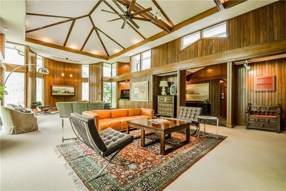 A photo of the interior of a Robert Green house in Sandy Springs.