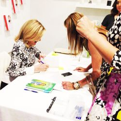 After the 30-minute meditation led by Huffington's sister Agapi, fans were invited to take photos and get their books signed.