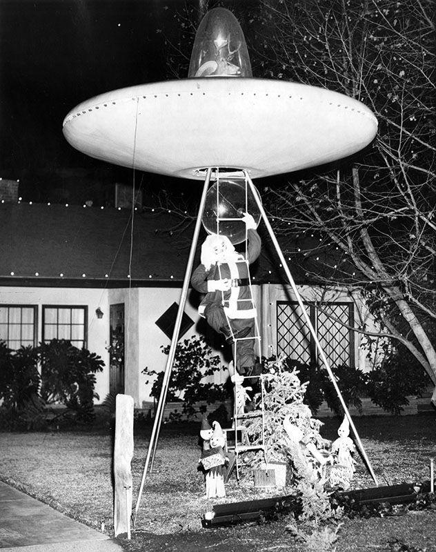 UFO Santa display