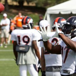 Knowshon Moreno works on catching in the running back drills