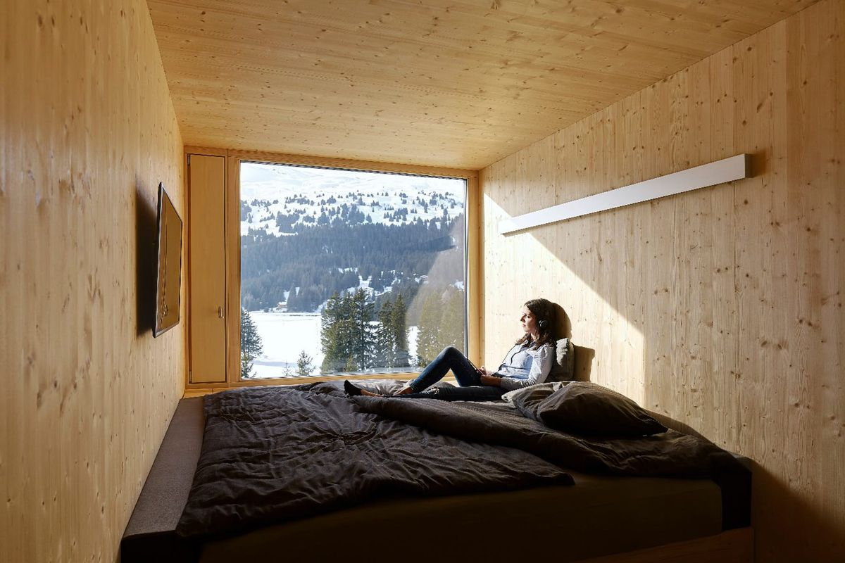 Modern chalet is built from a bunch of tiny prefab modules for Prefab room