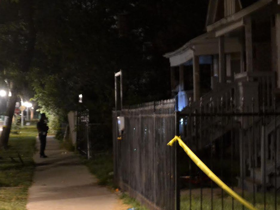 Police investigate a shooting about 8:40 p.m. Tuesday, August 14, 2018 in the 6400 block of South Hermitage Avenue in Chicago. | Justin Jackson/ Sun-Times