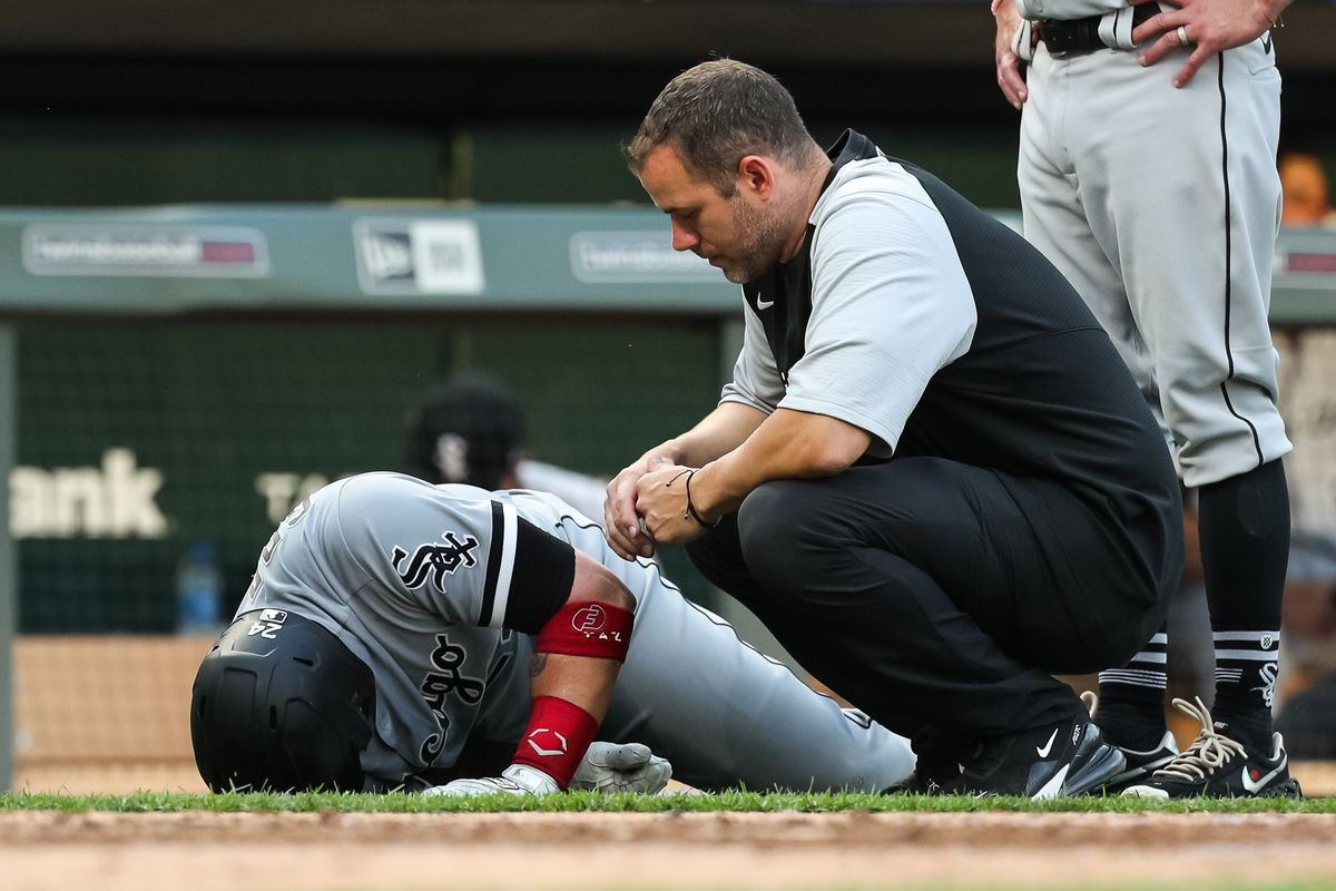 White Sox catcher Yasmani Grandal had surgery to repair a tear in a tendon of his left knee.