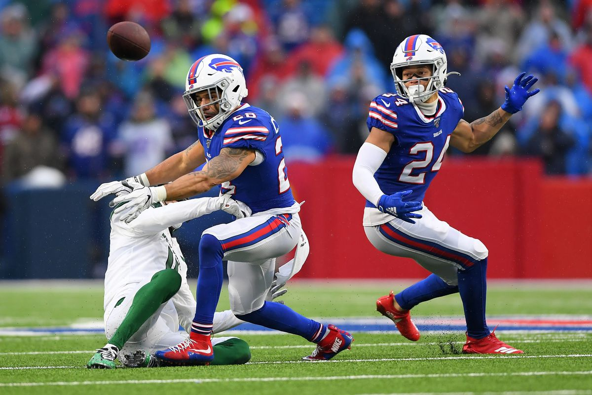 Buffalo Bills strong safety Kurt Coleman breaks up a pass intended for New York Jets wide receiver Robby Anderson as cornerback Taron Johnson looks on during the fourth quarter at New Era Field.