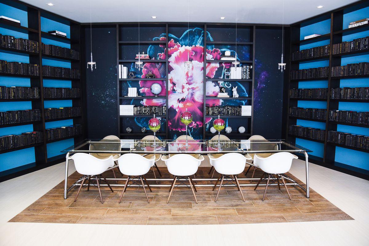 A bright and artsy library in a new Miami condo