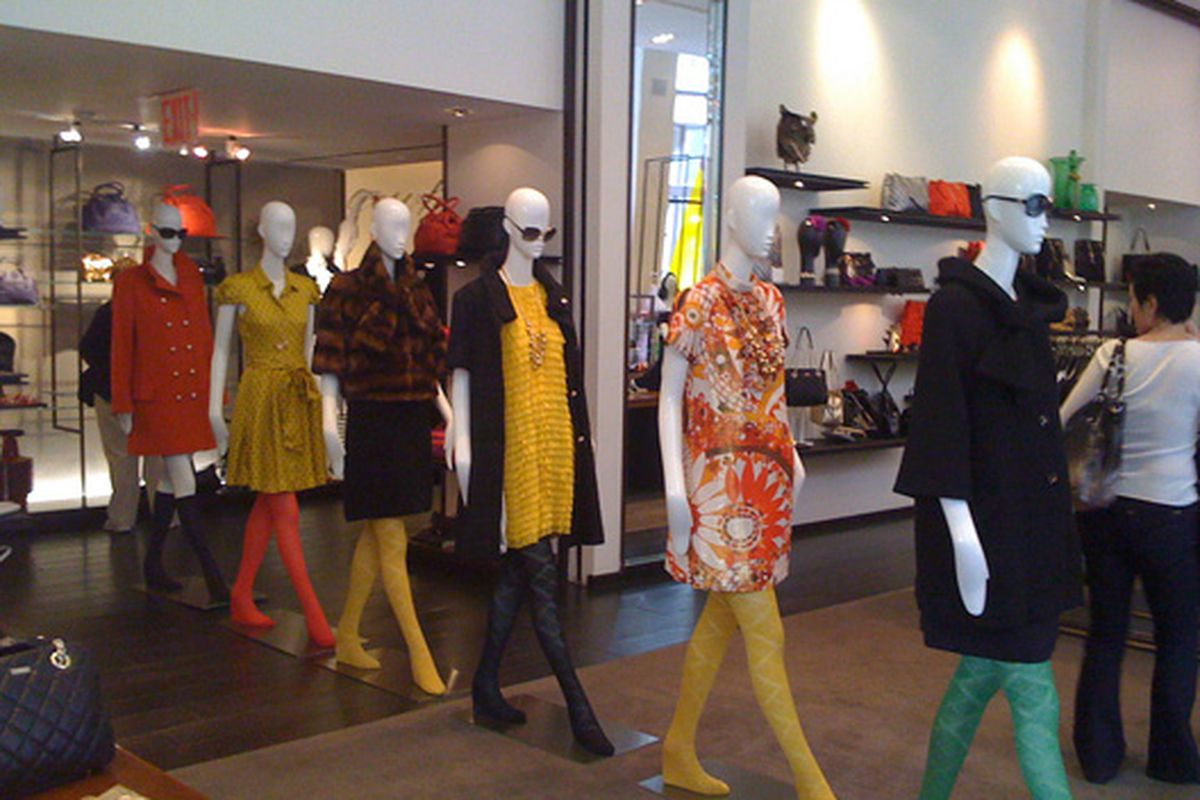 """Marching mannequins at Kate Spade in Soho via the <a href=""""http://www.flickr.com/photos/shoptometrist/4005467286/in/pool-rackedny"""">Shoptometrist</a>/Racked Flickr Pool"""
