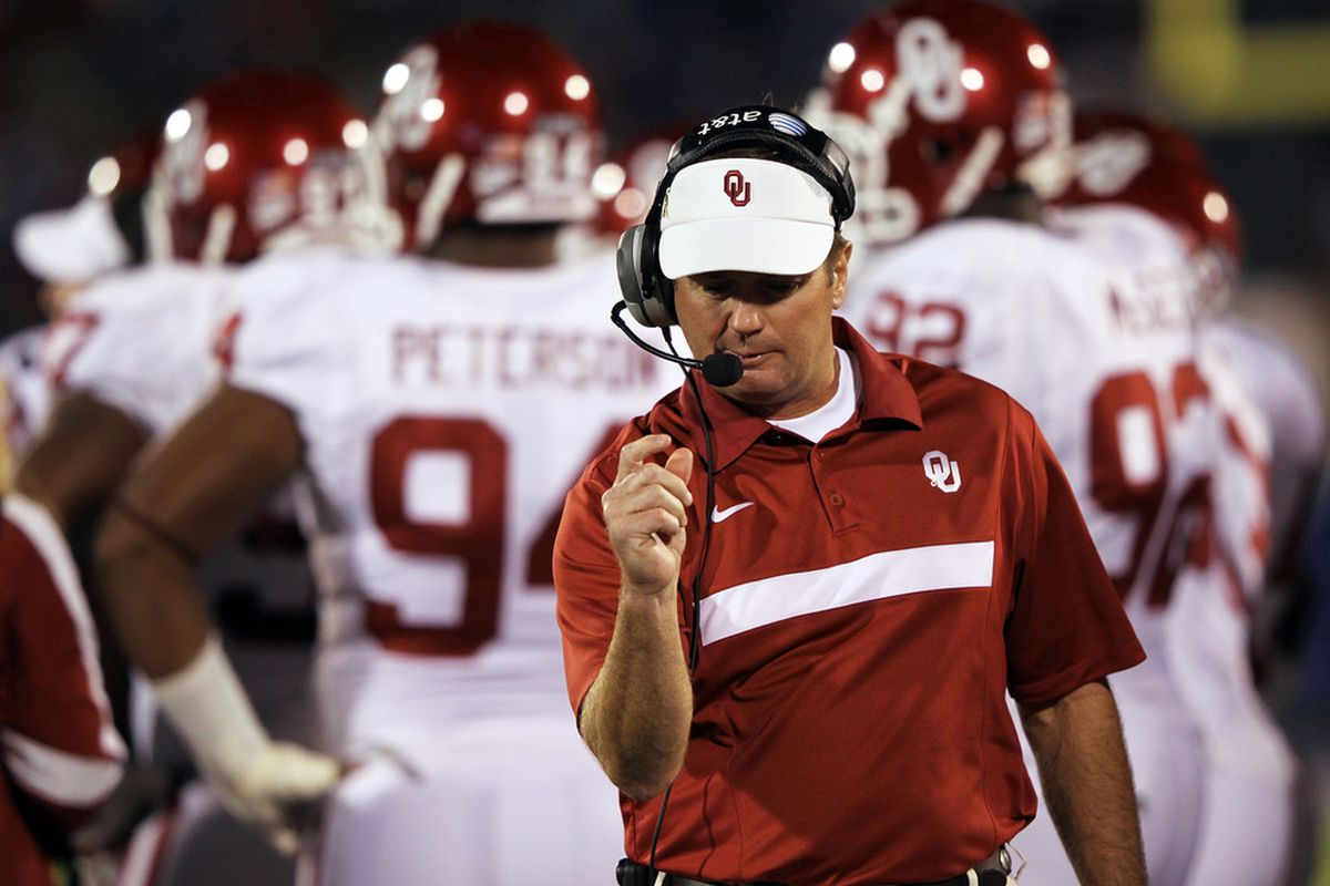 LAWRENCE, KS - OCTOBER 15:  Head coach Bob Stoops of the Oklahoma Sooners watches from the sidelines during the game against the Kansas Jayhawks on October 15, 2011 at Memorial Stadium in Lawrence, Kansas.  (Photo by Jamie Squire/Getty Images)