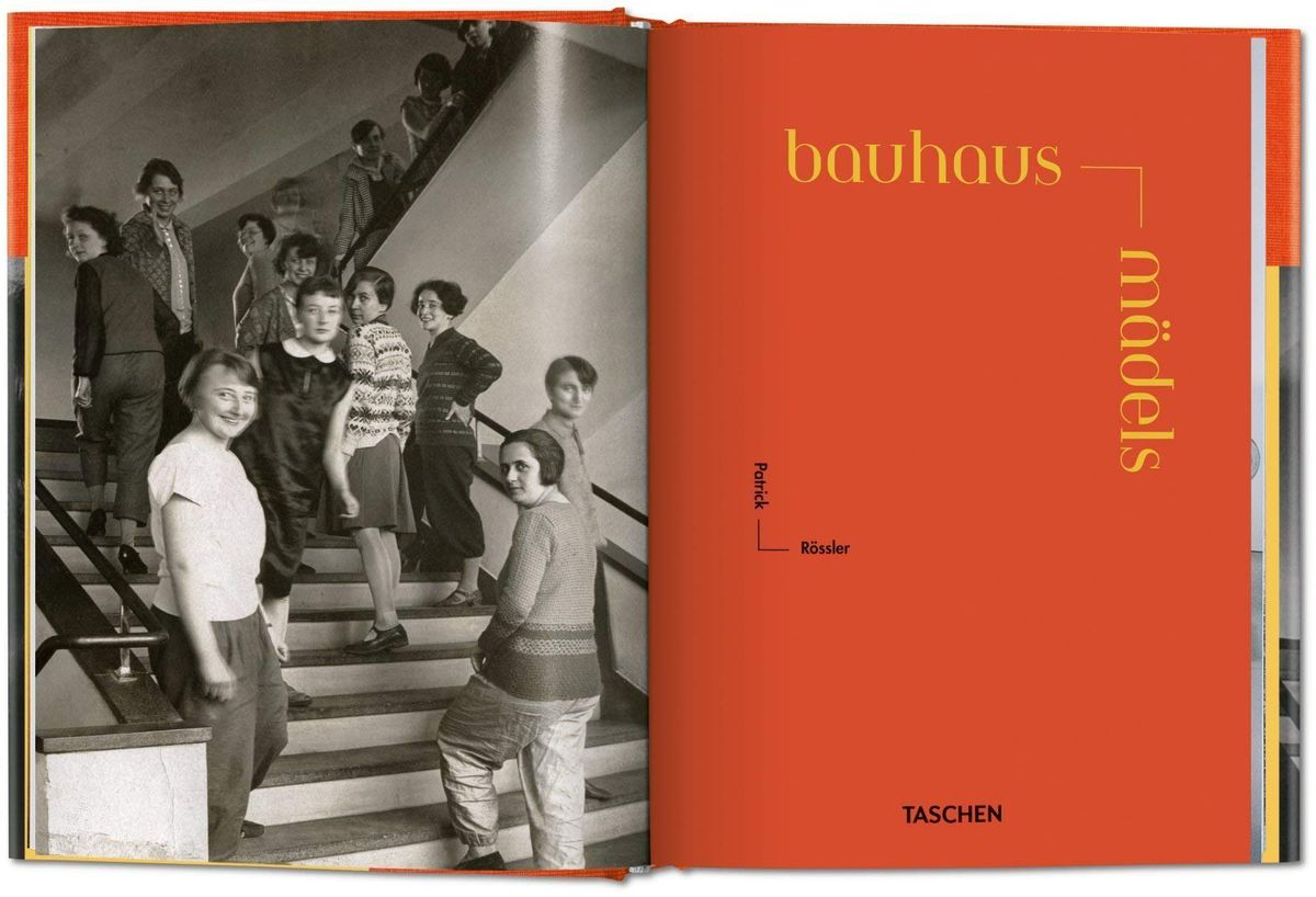 A spread from the Bauhausmädels book showing a dozen women posing for a photograph on a staircase.