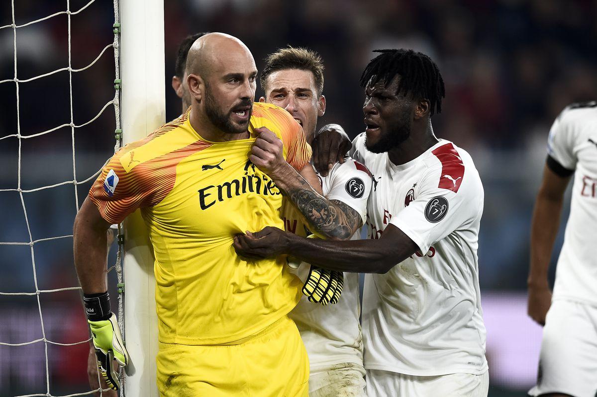 Pepe Reina (L) of AC Milan celebrates with his teammates...