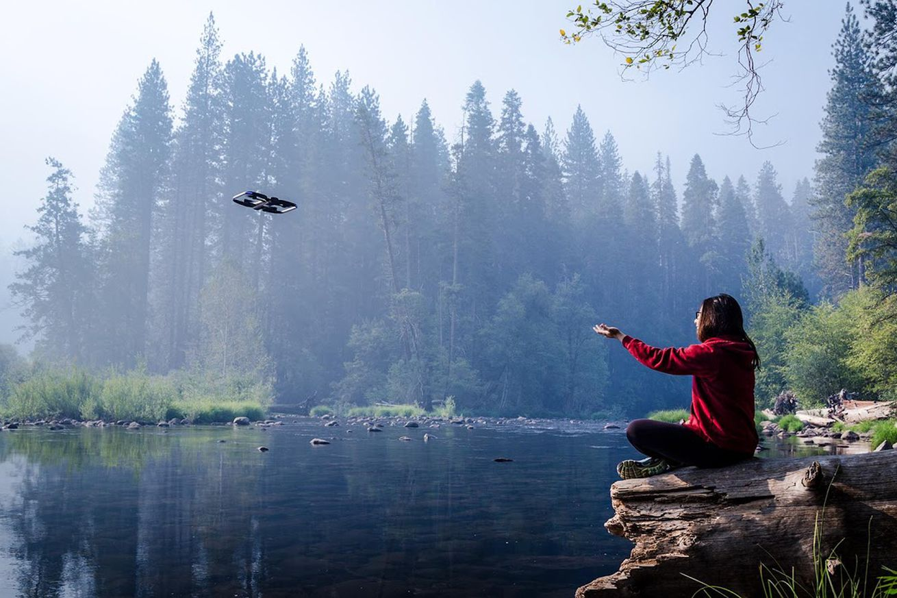 skydio s ai powered autonomous r1 drone follows you around in 4k