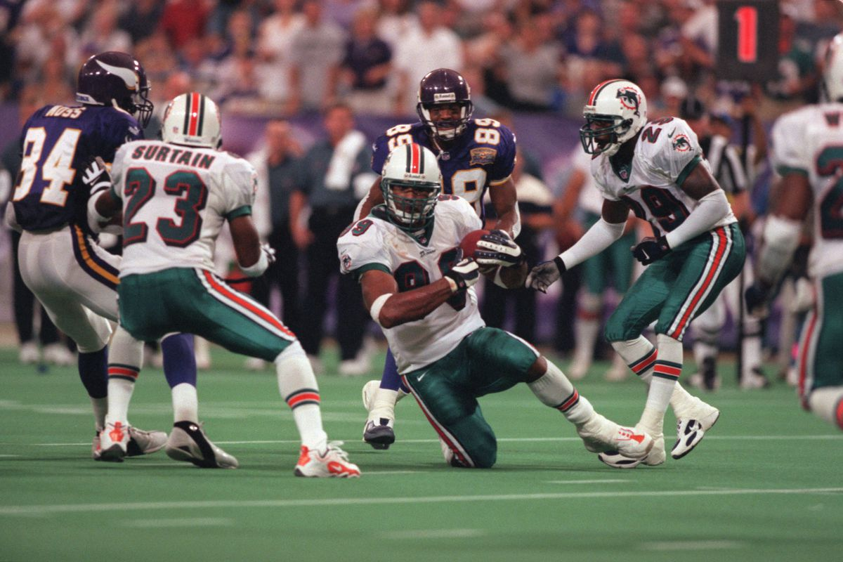 GENERAL INFORMATION: Vikings vs. Miami Dolphins, Sunday, Sept. 10, 2000 IN THIS PHOTO: Dolphins Jason Taylor (#99) catches the ball early in the second quarter.(Photo By JERRY HOLT/Star Tribune via Getty Images)
