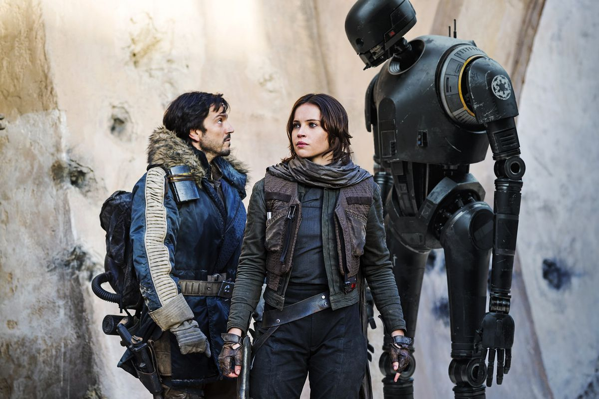 Diego Luna and Felicity Jones stand with K-2S0 in Rogue One