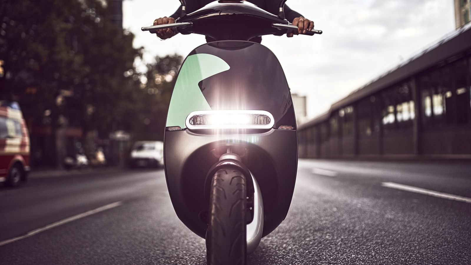 gogoro e scooter sharing is coming to paris the verge. Black Bedroom Furniture Sets. Home Design Ideas
