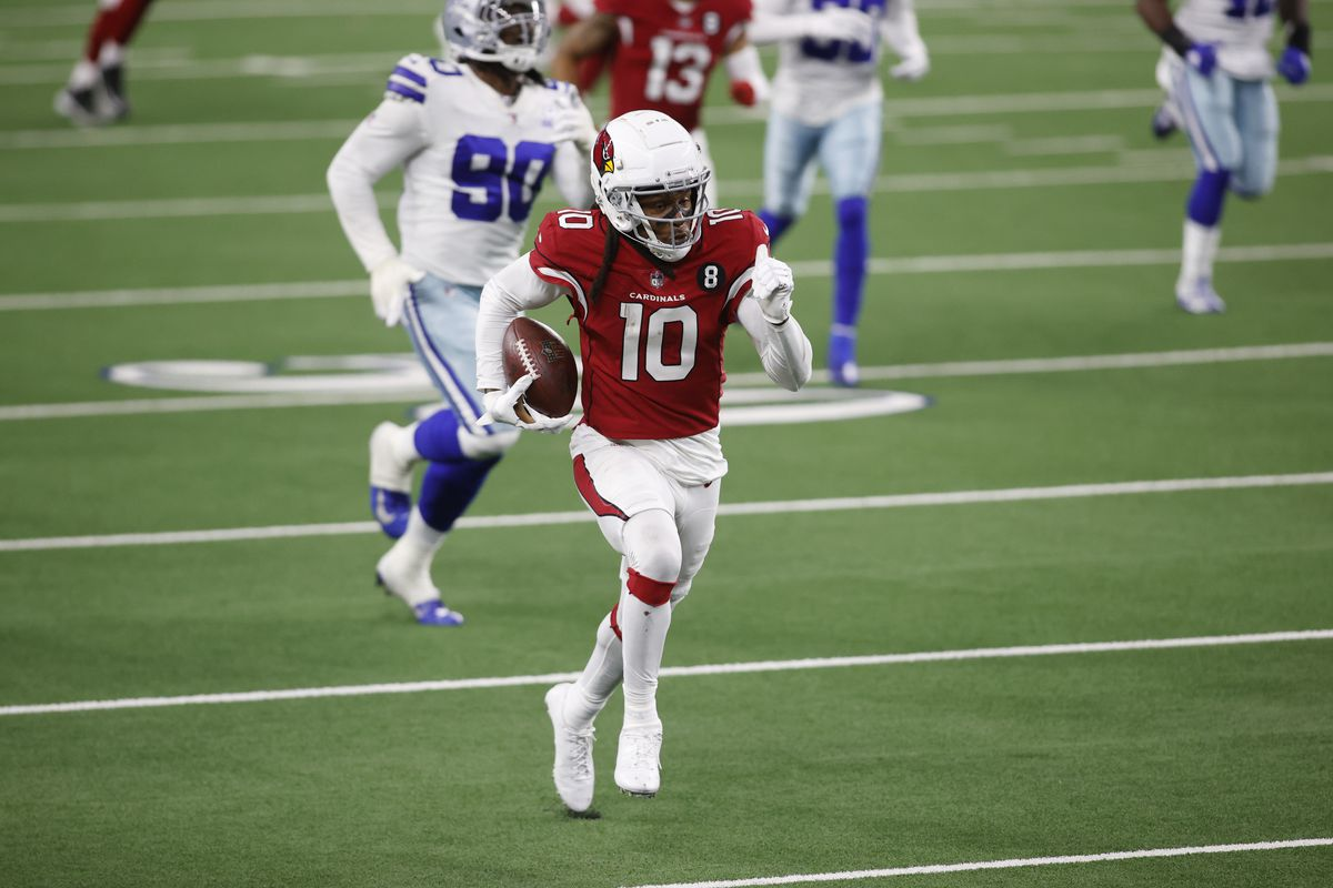 Arizona Cardinals wide receiver DeAndre Hopkins (10) runs the ball after a catch against the Dallas Cowboys in the fourth quarter at AT&T Stadium.