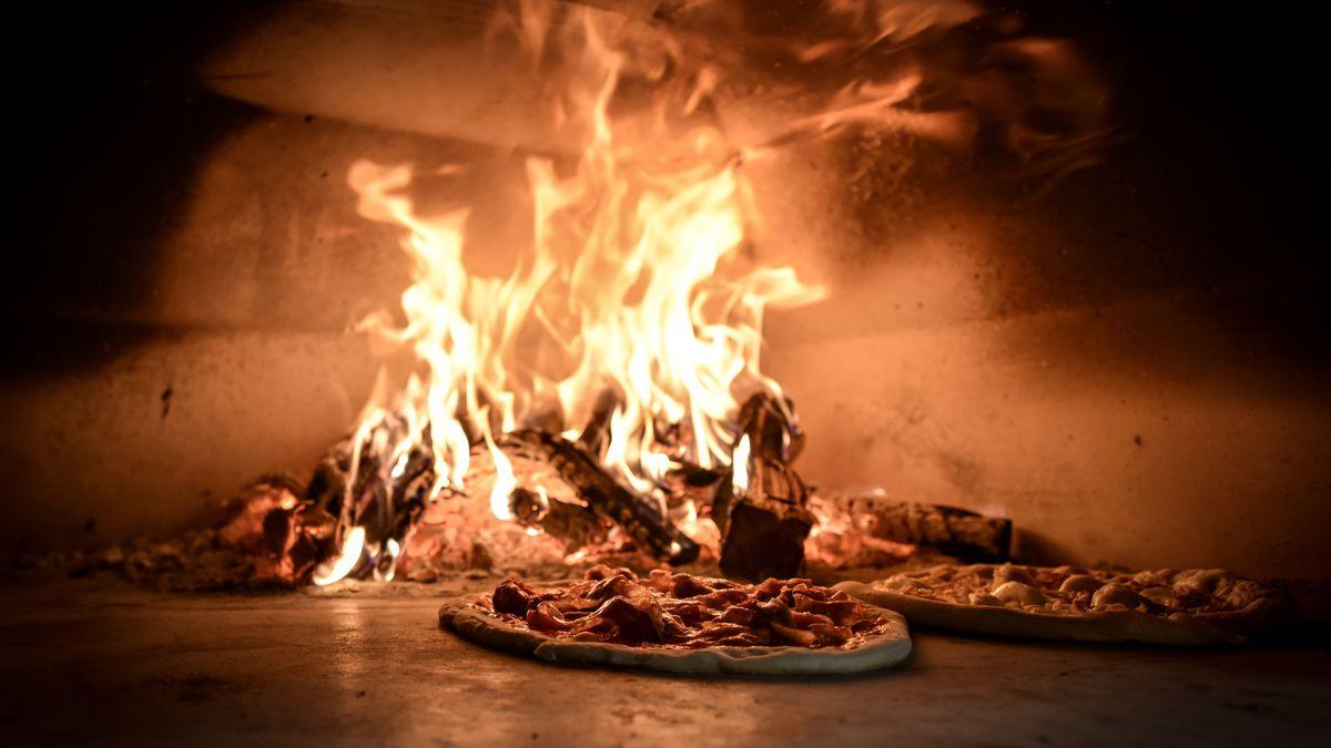 Pies in Pizzeria Sorellina's oven