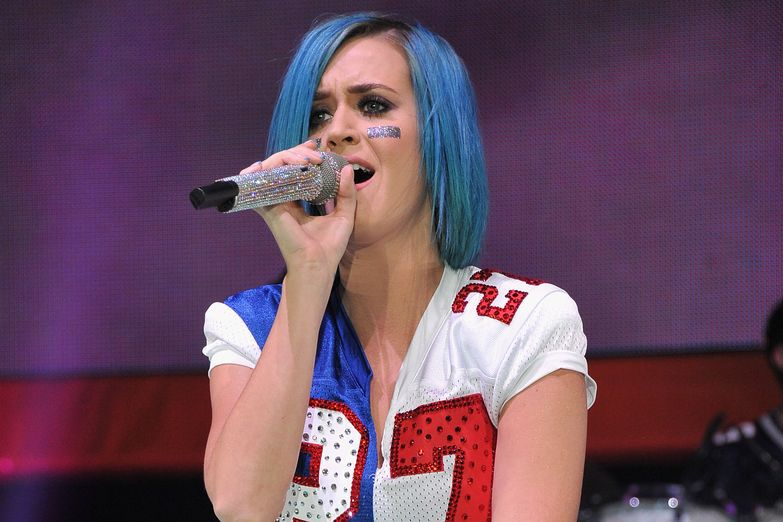 Katy Perry Giants/Patriots outfit 2012
