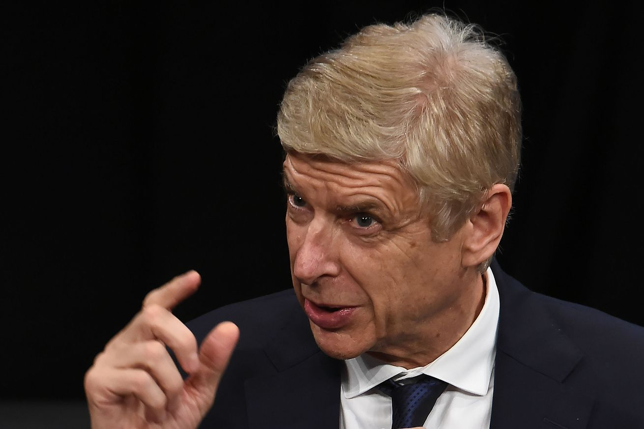 Arsène Wenger: Barcelona play like a team in crisis
