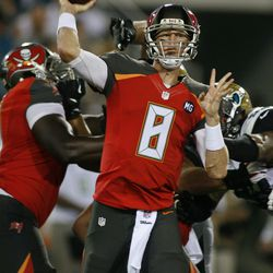 Mike Glennon throwing the ball.