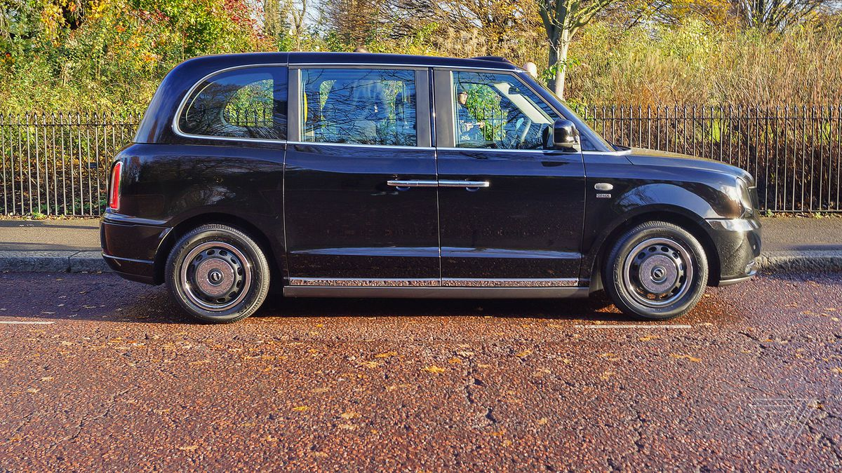 taking london s new electric taxi for a ride the verge. Black Bedroom Furniture Sets. Home Design Ideas