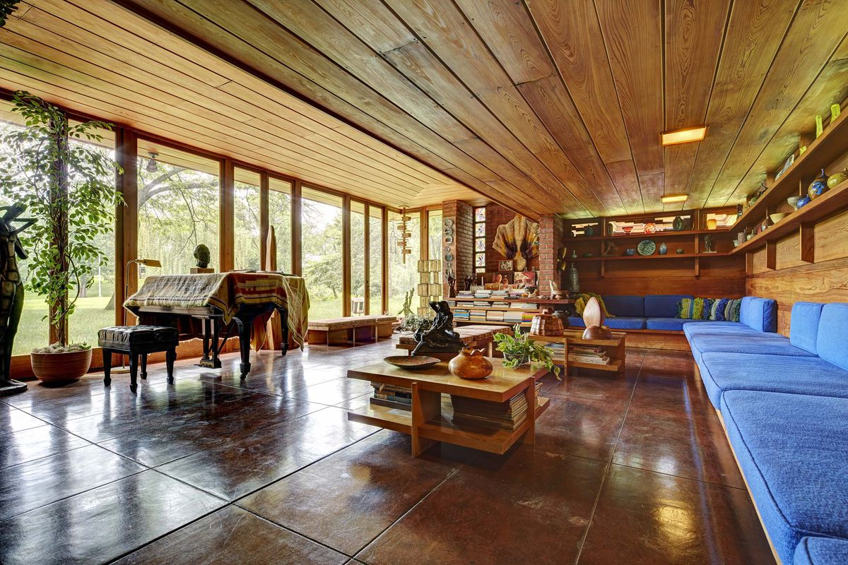 Living room of Frank Lloyd Wright's Smith House