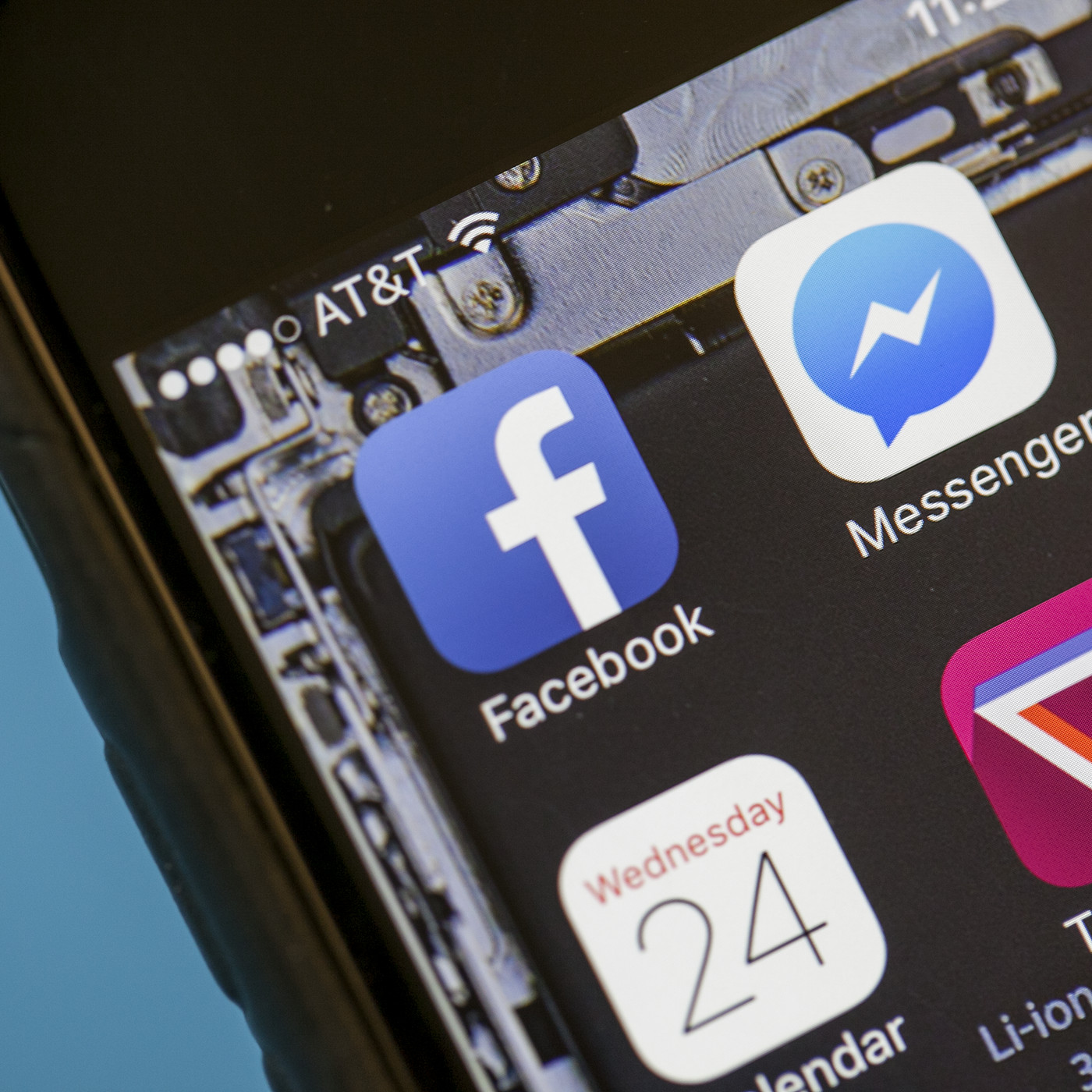 Facebook Messenger could be returning to the main Facebook app - The