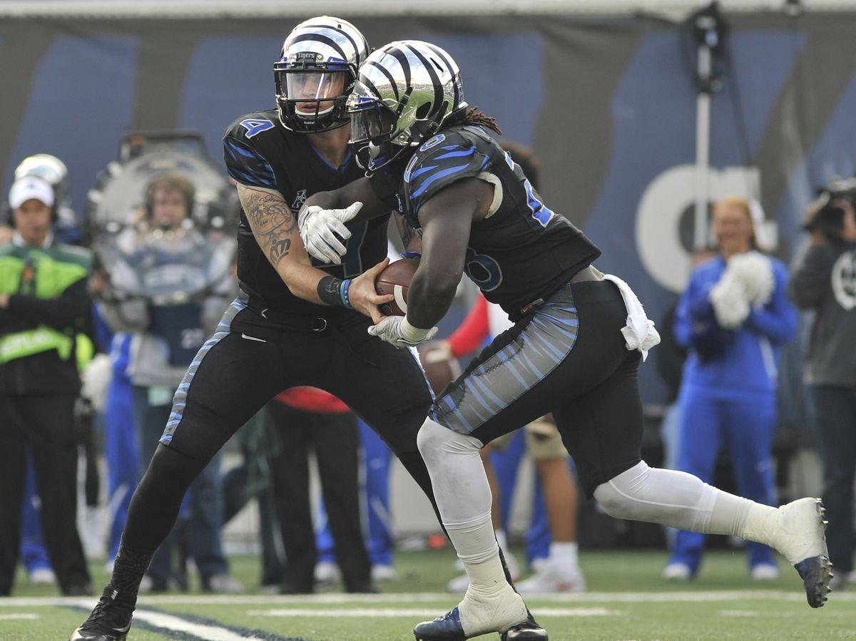 NCAA Football: Houston at Memphis