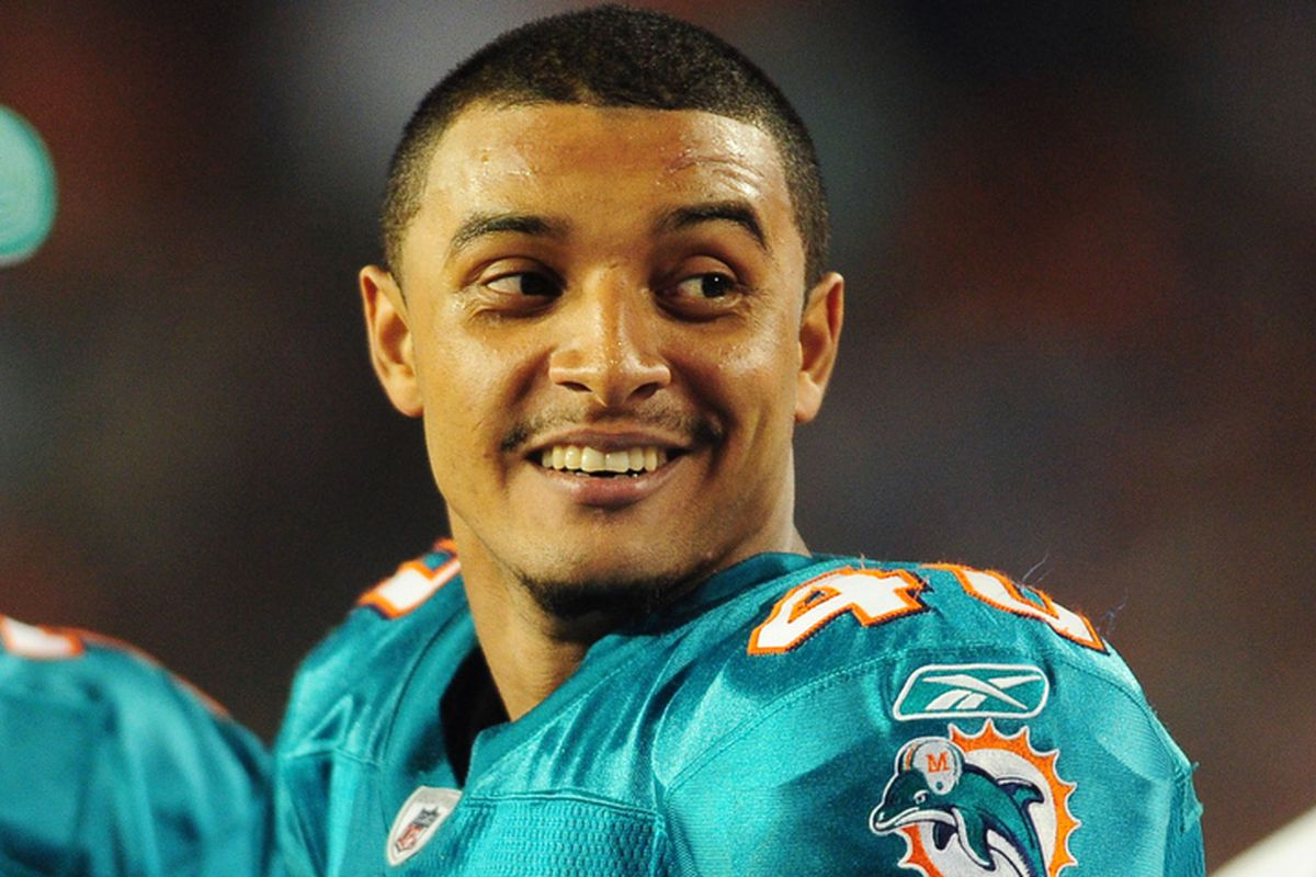 Miami Dolphins safety Jonathon Amaya was arrested early Monday morning on battery charges.  Amaya allegedly attempted to choke a taxi driver.