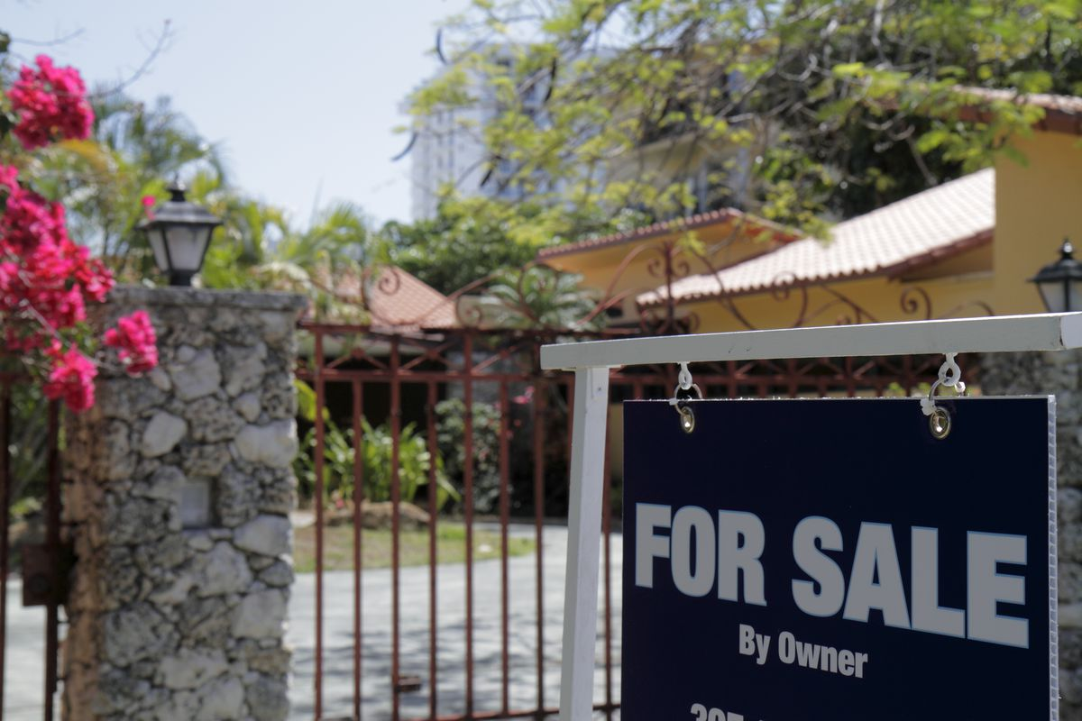 For sale by owner sign outside a house on Flamingo Drive.