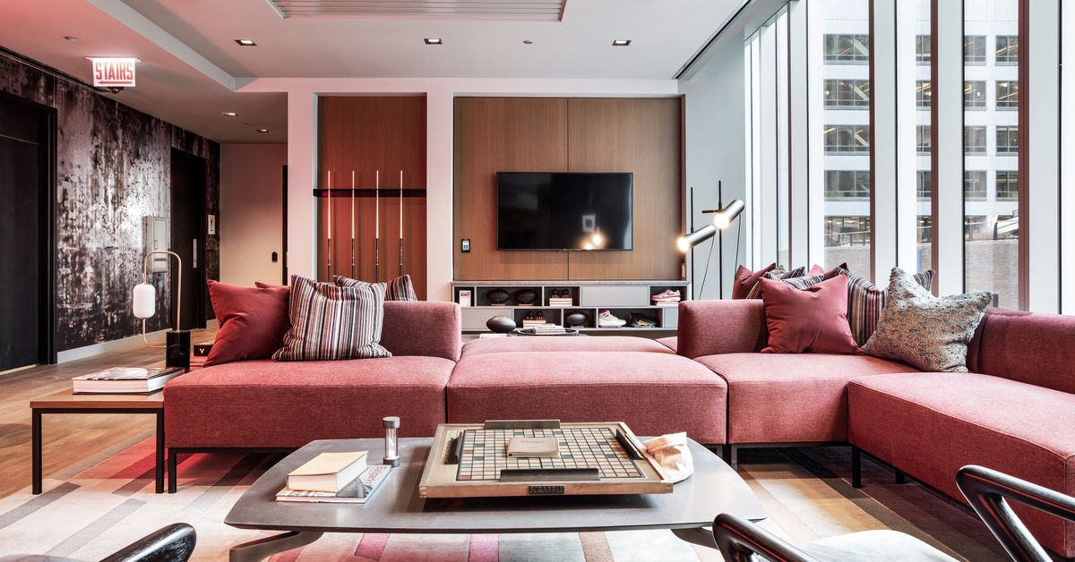 A look inside Wolf Point East, downtown Chicago's latest high-end apartment tower