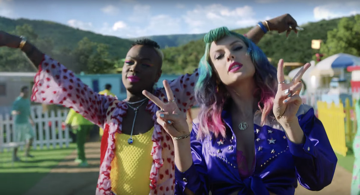 Todrick Hall dances with Taylor Swift.