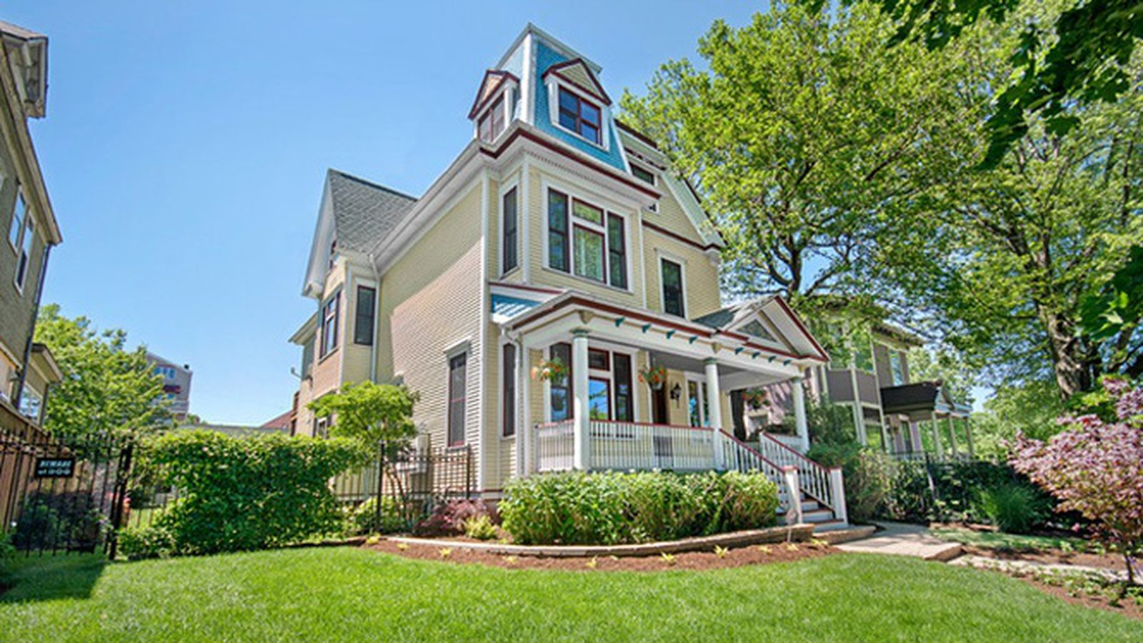 Renovated historic mansion in chicago s sheridan park for Mansions for sale in chicago