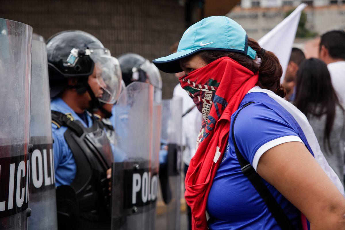Honduran President Hernnndez sworn in amid protests