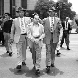 """Being escorted to a court hearing by two U.S. Marshalls. Photo via the <a href=""""http://framework.latimes.com/2013/01/04/mickey-cohen-wounded/#/15"""">LAT</a>."""