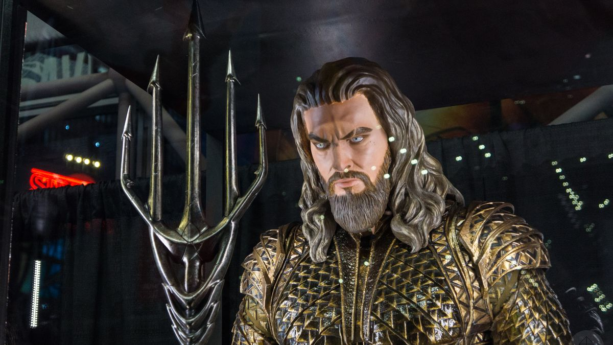 Aquaman costume from Justice League movie in glass case at NYCC 2017, close-up