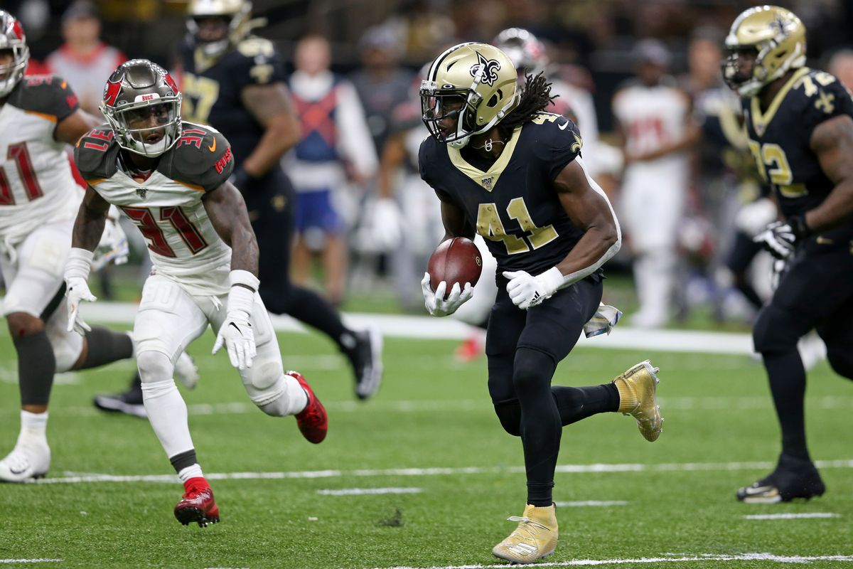 New Orleans Saints running back Alvin Kamara runs the ball against Tampa Bay Buccaneers free safety Jordan Whitehead in the second half at the Mercedes-Benz Superdome.