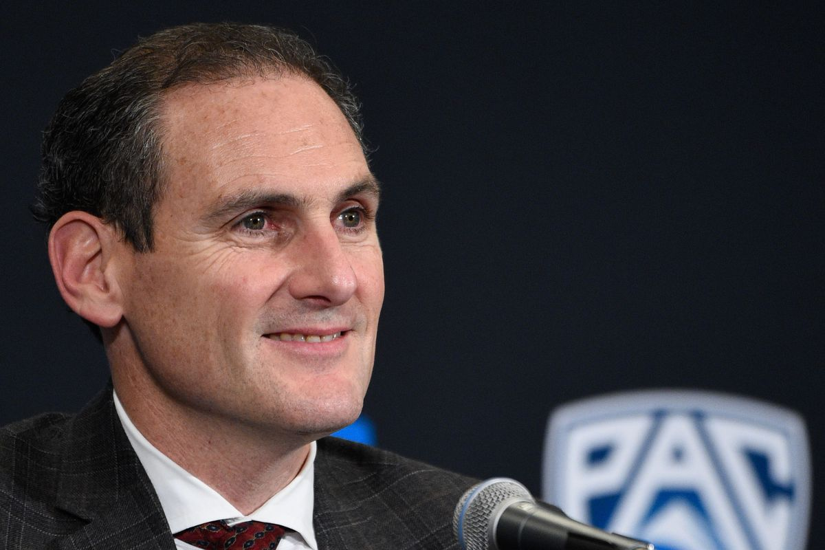 Larry Scott is top dog among conference commissioners when it comes to his paycheck