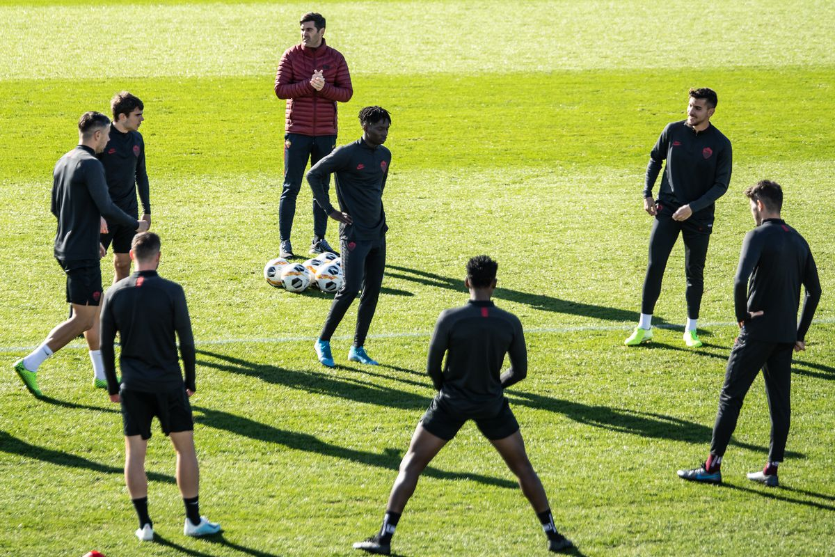 AS Roma players are seen during the pre Europa League...