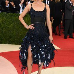 Amber Valletta wears an H&M dress.