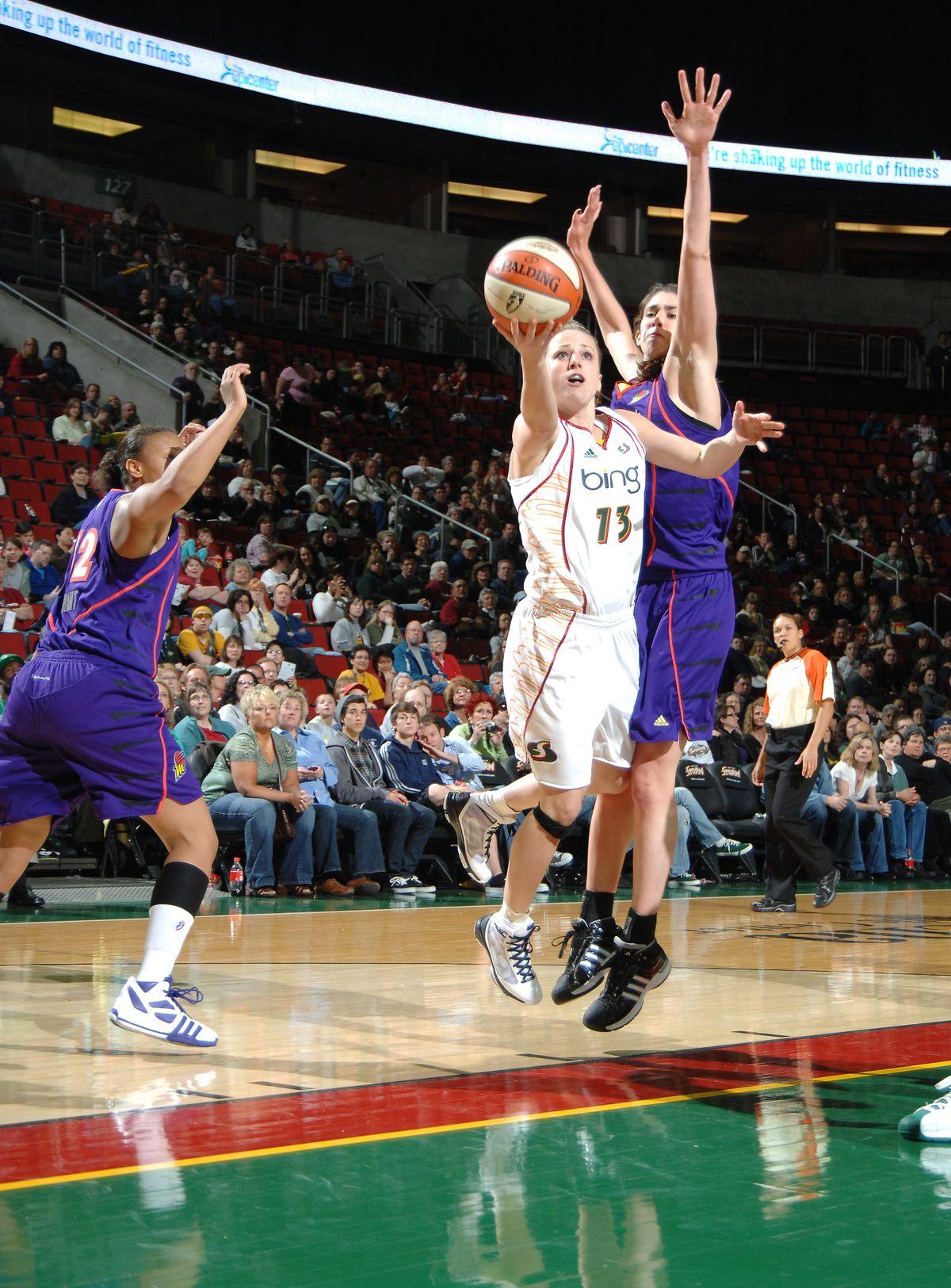 Utah Jazz v Los Angeles Lakers, Game 1