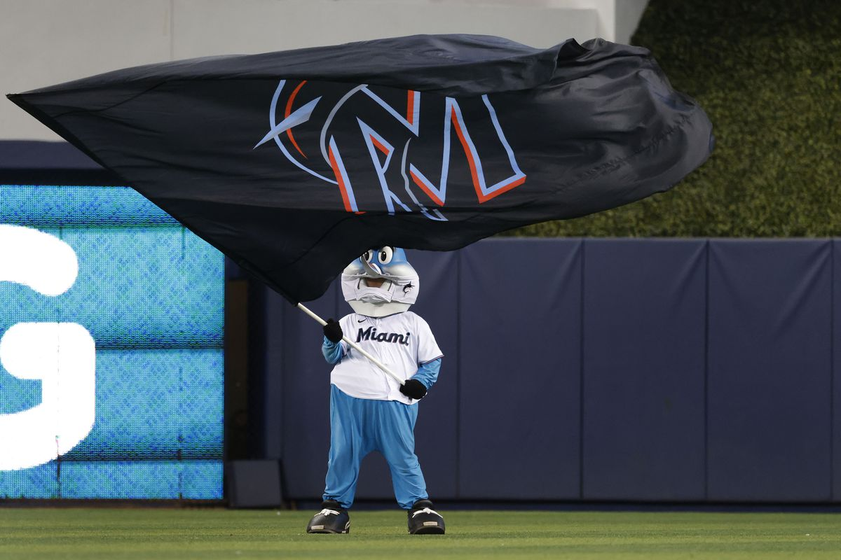 The Miami Marlins mascot Billy the Marlin waves a flag in the outfield as he celebrates against the Los Angeles Dodgers at loanDepot Park
