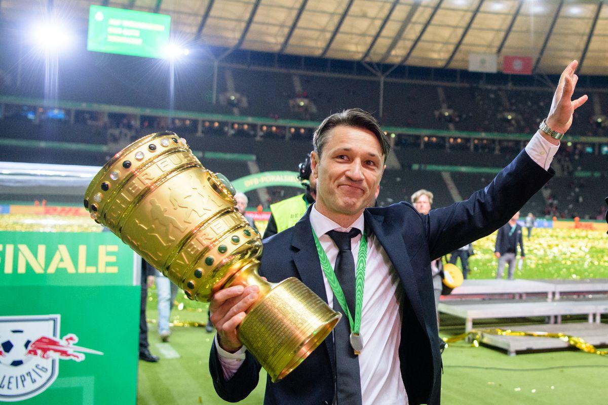 RB Leipzig - Bavaria Munich 25 May 2019, Bavaria, Berlin: Soccer: DFB Cup, RB Leipzig - Bayern Munich, Final in the Olympic Stadium. Coach Niko Kovac from FC Bayern Munich cheers with the trophy in his hand. Photo: Matthias Balk/dpa