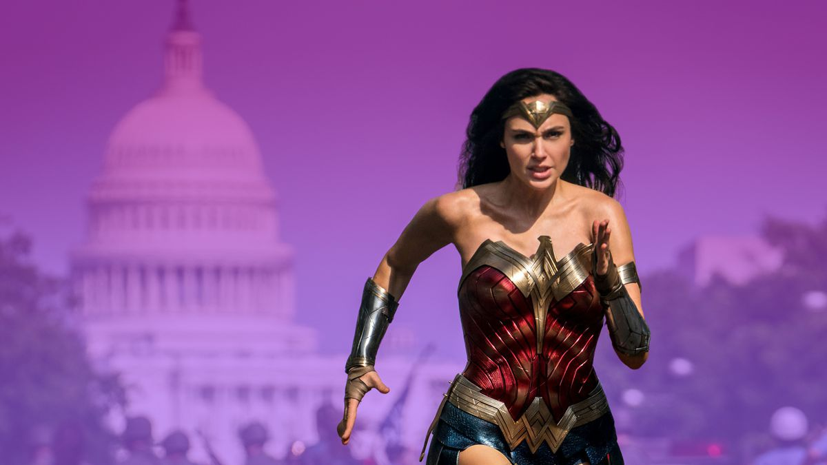 Wonder Woman funning with US Government building in the background